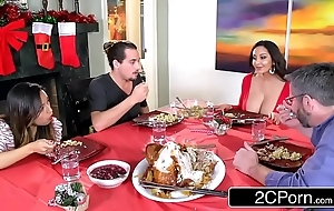 Torrid ennuy' mom ava addams bonks her daughter's boyfriends vulnerable christmas