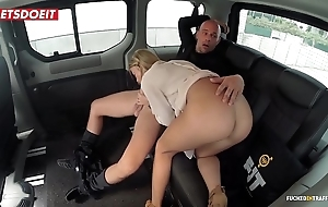 Unproficient bowels porn movie in a taxi Obsolete horse-drawn hackney - angela christin