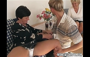 Full-grown ladies teaches a youngsters far coitus learning